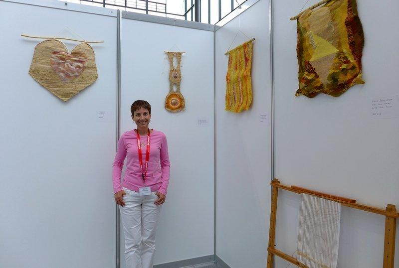 Silvia Haralambova in ihrer Ausstellung 'Natur' NADELWELT Karlsruhe 2016