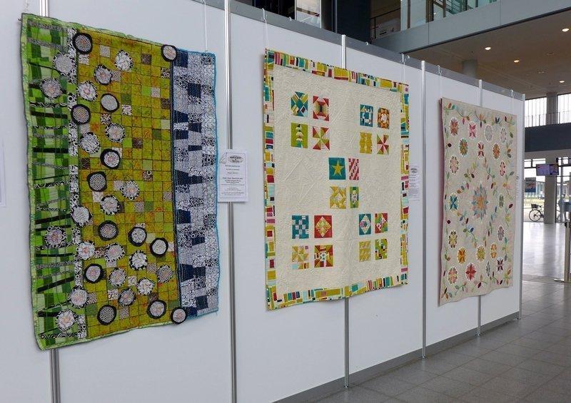 Blick in die Ausstellung 2015 World Quilt Competition - deutsche Teilnehmerquilts NADELWELT Karlsruhe 2016