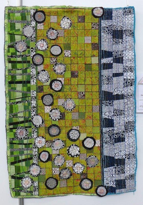 Martina Unterharnscheidt: Flower Power (Geschichte eines Schiffsbrüchigen) Ausstellung 2015 World Quilt Competition - deutsche Teilnehmerquilts NADELWELT Karlsruhe 2016