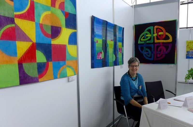 Blick in die Ausstellung von Tina Mast: Farbe, Form und Vielfalt NADELWELT Karlsruhe 2016
