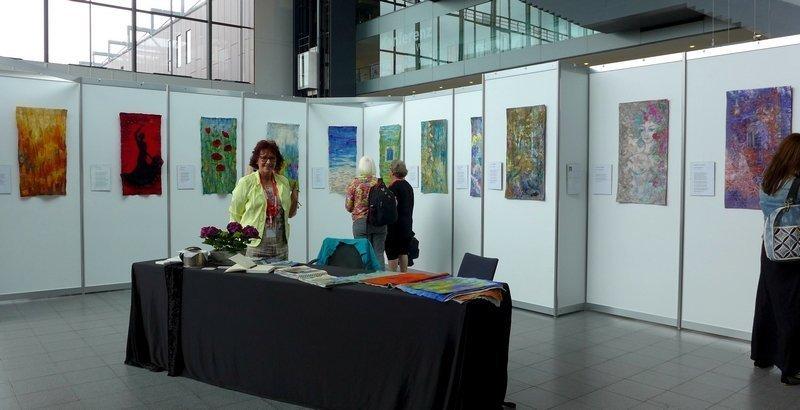 Blick in die Ausstellung von Veronika Schlüsselburg und Magda Goldbach: Rainer Maria Rilke - eine textile Interpretation NADELWELT Karlsruhe 2016