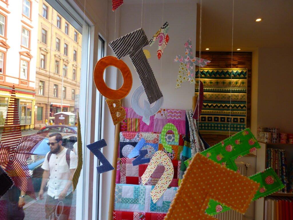 Quiltmanufaktur Bleistiftkissen - Bustabensalat August 2016