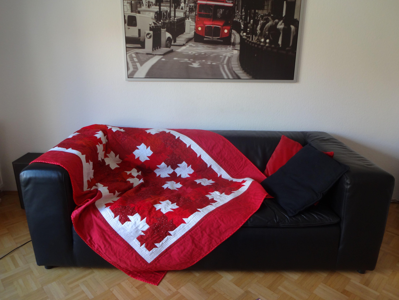 Blattermuster In Rot Weiss Fur Das Sofa Bernina Blog