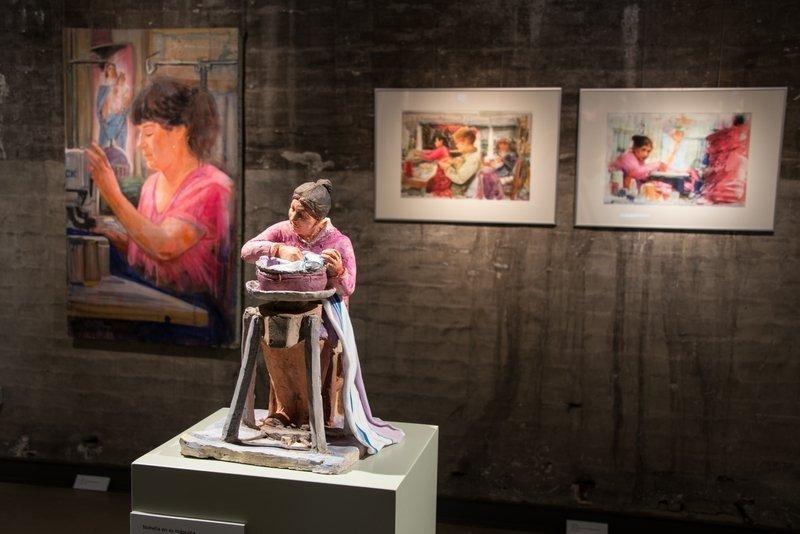 Ausstellungsansicht 'Textilwerkstatt. Argentinische Arbeiterinnen in Skulpturen und Bildern' von Cecilia Herrero-Laffin Foto freundlicherweise vom Museum zur Verfügung gestellt