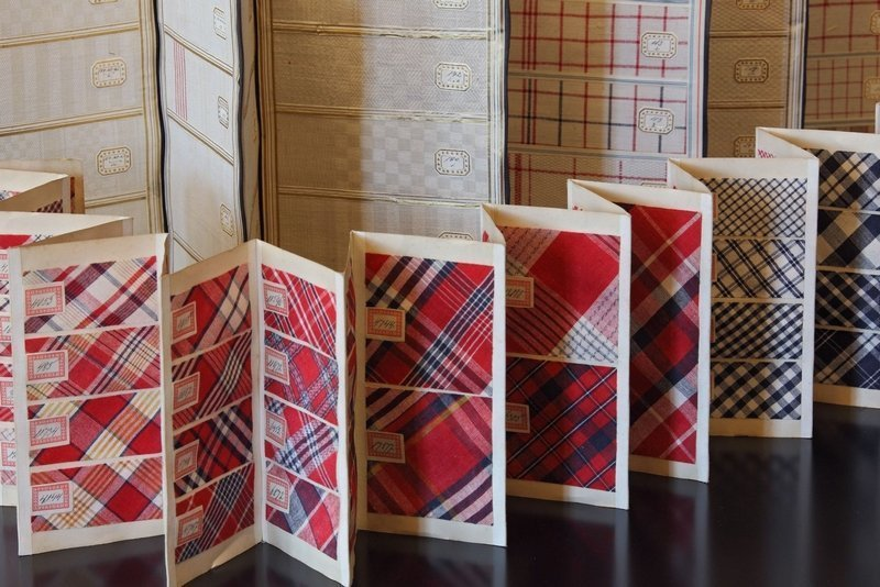Musterbücher in Leporelloform. Das grosse zeigt Handtuchstoffe, das kleine Muster für Tischdecken aus dem Jahr 1920 Foto: LWL/Holtappels Foto freundlicherweise vom Museum zur Verfügung gestellt