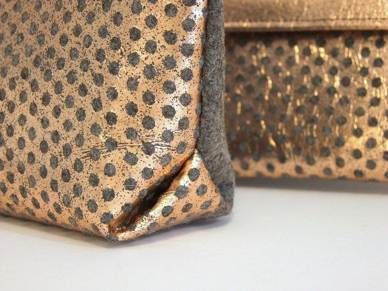 Detail Filt-Tasche mit Metallprint