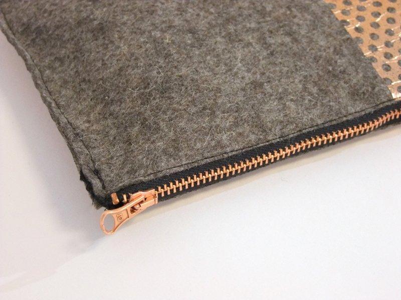 Reißverschlusstasche Filz mit Metallprint