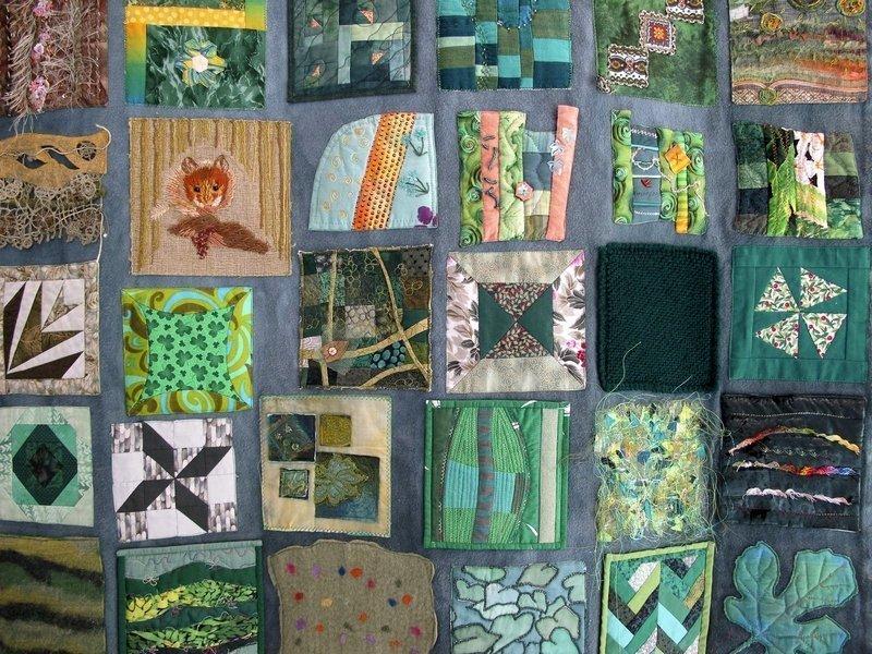 Der 'Grüne Teppich' besteht aus 15 x 15 cm grossen Quadraten, genäht von weltweiten Unterstützern des Projektes Foto freundlicherweise vom Museum zur Verfügung gestellt