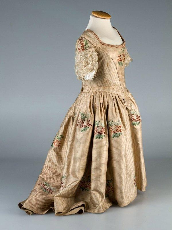 Kinderkleid um 1760 Foto freundlicherweise von Dr. Kristine Scherer zur Verfügung gestellt