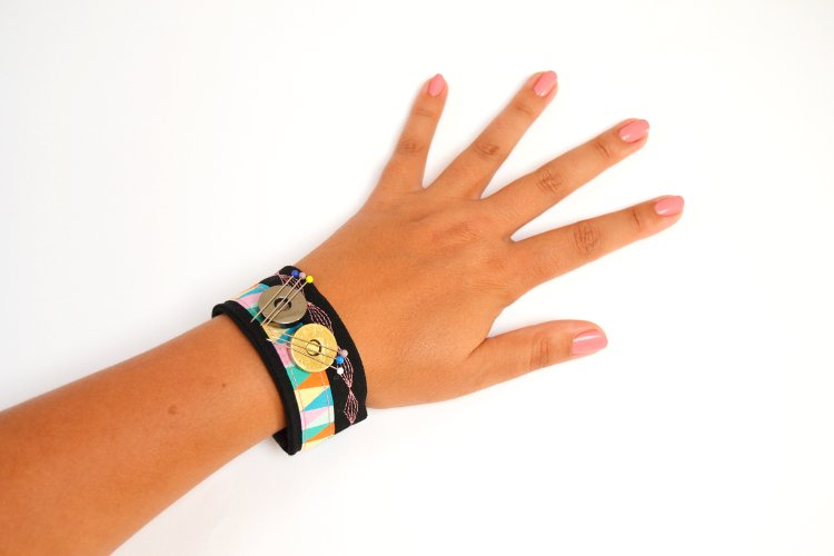 magnetisches nadelkissen armband n hen bernina blog. Black Bedroom Furniture Sets. Home Design Ideas