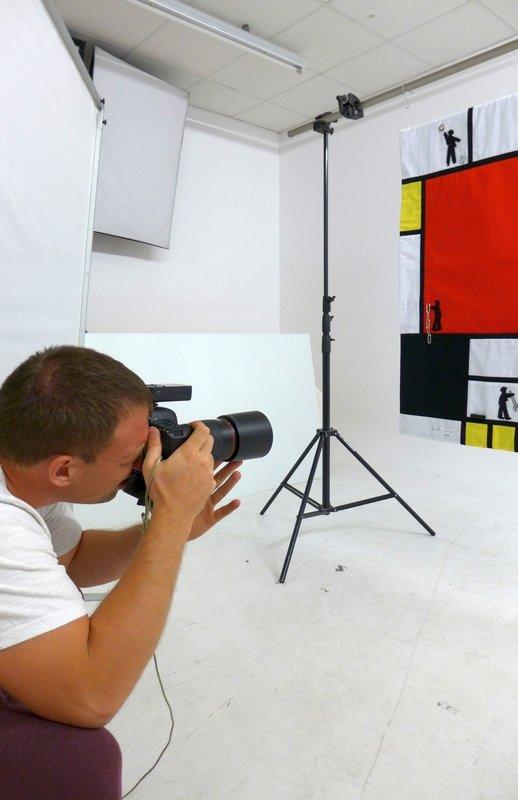 Gudrun Heinz: Konstruktivismus - Men at Work - Hommage an Piet Mondrian, Detail Fotoshooting für den Ausstellungskatalog 'MÄNNER' Foto: Gudrun Heinz