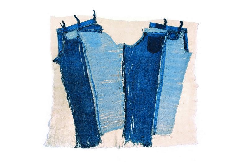 Die Jeans von Gali Cnaani ist eines der Objekte in der Ausstellung 'Textile Erinnerungen' Foto: Felix Weinold Foto freundlicherweise vom Museum zur Verfügung gestellt