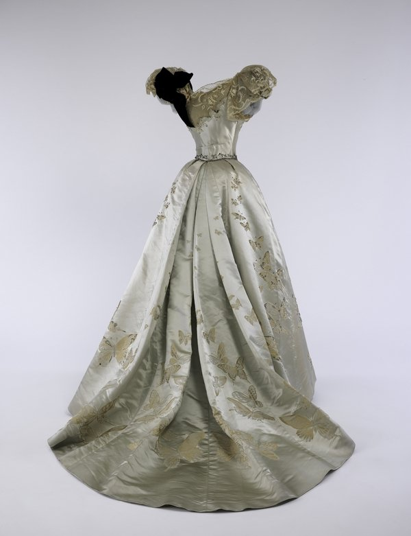 Ball Gown, Jean-Philippe Worth (French, 1856-1926) for House of Worth (French, 1858-1956), 1898 Brooklyn Museum Costume Collection at The Metropolitan Museum of Art, Gift of the Brooklyn Museum, 2009; Gift of Mrs. Paul Pennoyer, 1965 (2009.300.1324) © The Metropolitan Museum of Art, by Anna-Marie Kellen