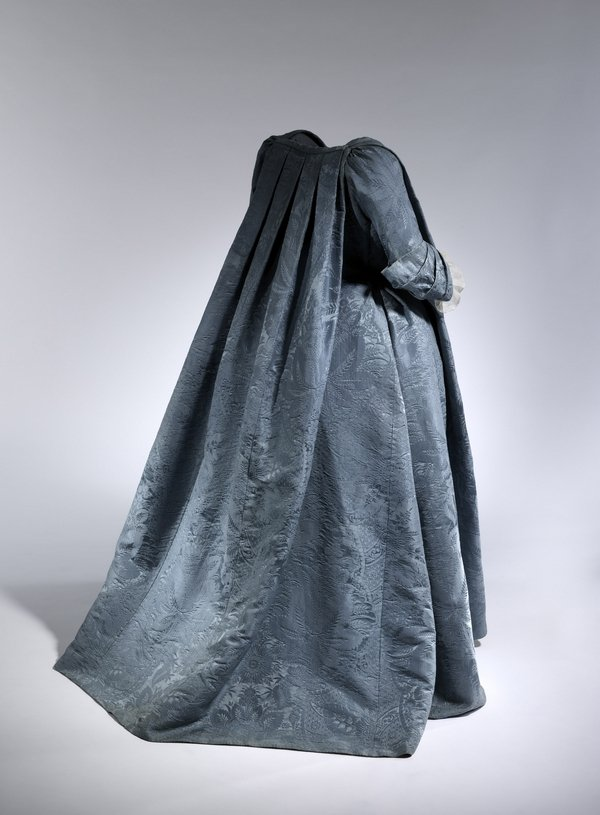 Robe Volante, French, ca. 1730 The Metropolitan Museum of Art, Purchase, Friends of The Costume Institute Gifts, 2010 (2010.148) © The Metropolitan Museum of Art, by Anna-Marie Kellen