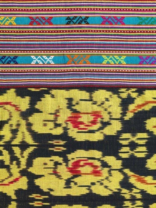 Ausschnitt aus einem Männer-Hüfttuch aus West-Timor mit Blumenmuster, das auf europäische Vorbilder zurückgeht © MKB Foto freundlicherweise vom Museum der Kulturen zur Verfügung gestellt.