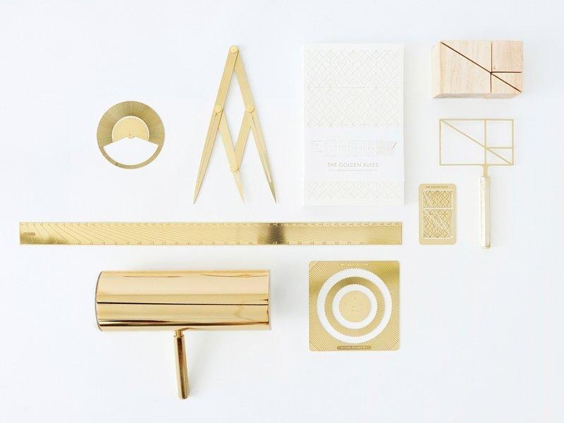 Olivia Lee: 'Instruments of Beauty: Divine Tools', 2015 Braucht Schönheit feste Regeln und berechnete Proportionen? Diese Frage greift die Designerin Olivia Lee mit neun auf den Regeln des Goldenen Schnitts basierenden Werkzeugen auf. Darunter sind Werkzeuge wie der Goldene Zirkel, mit dem der Goldene Schnitt nachgemessen werden kann, aber auch Instrumente, die die Proportionierung erleichtern. Ermöglichen diese 'automatisch' schöne Produkte? Foto freundlicherweise vom Museum zur Verfügung gestellt