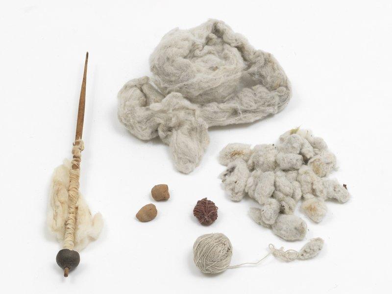 Aus dem Fundus einer Chimane Weberin, Bolivien Baumwolle in verschiedenen Arbeitsstadien Sammlung Weltkulturen Museum Foto: Wolfgang Günzel, 2016