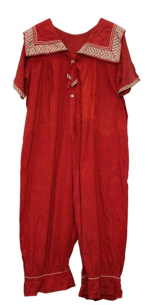 Damen-Badebeinkleid Europa, um 1910/12 Baumwollgewebe, Baumwollbändchen © Museum für Kunst und Gewerbe Hamburg Foto freundlicherweise vom Museum zur Verfügung gestellt