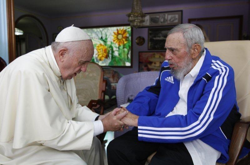 Papst Franziskus trifft Fidel Castro auf Kuba, 19.9.2015 © picture alliance / AP Photo Foto freundlicherweise vom Musrum zur Verfügung gestellt