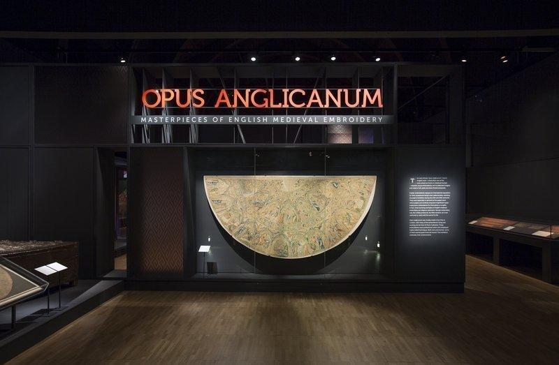 Ausstellungsansicht Opus Anglicanum, V&A (c) Victoria and Albert Museum, London Foto freundlicherweise vom Museum zur Verfügung gestellt