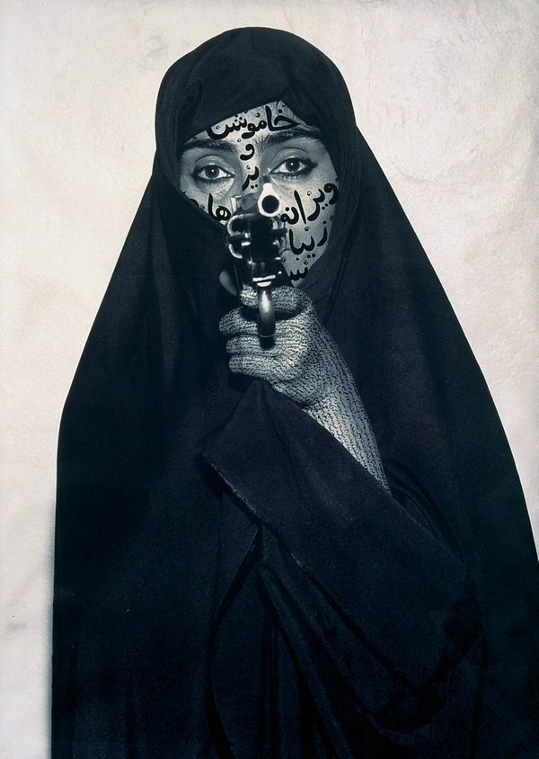 Shirin Neshat: Faceless 1994, RC-Print und Tinte, 132,1 × 80,6 cm Courtesy Gladstone Gallery, New York and Brussels