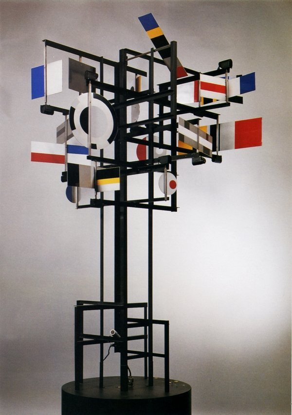 Nicolas Schöffer: CYSP 1 1956 Aluminium und Mixed Media (Computer, Traktionsmotor, Lenkmotor, 2 Mikrophone, 2 Fotozellen, 19 Mikromotoren) Höhe: 2,6 m Privatsammlung © VG Bild-Kunst, Bonn 2016
