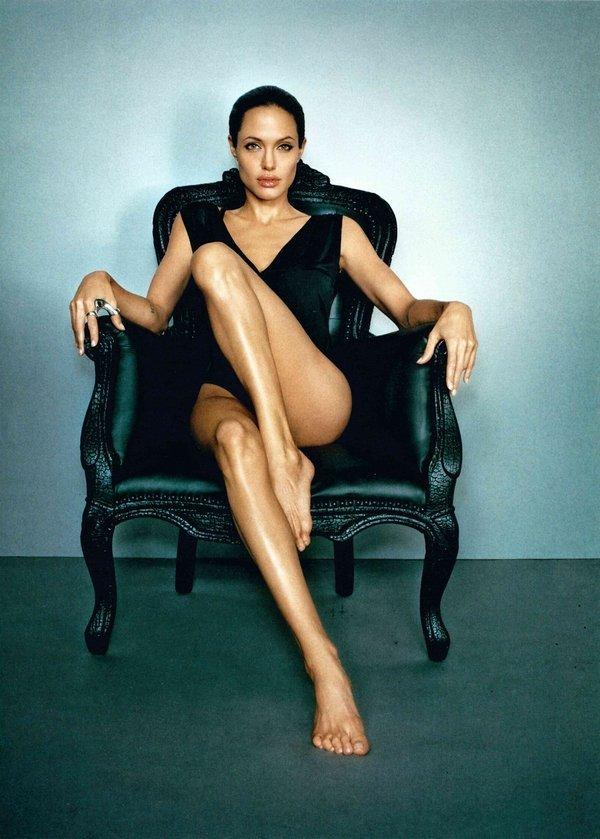 Marc Hom – Angelina Jolie Los Angeles, 2007, C-Print, 128, 2 x 96,7 cm © Marc Hom, veröffentlicht in: Esquire, 2007 Courtesy der Künstler