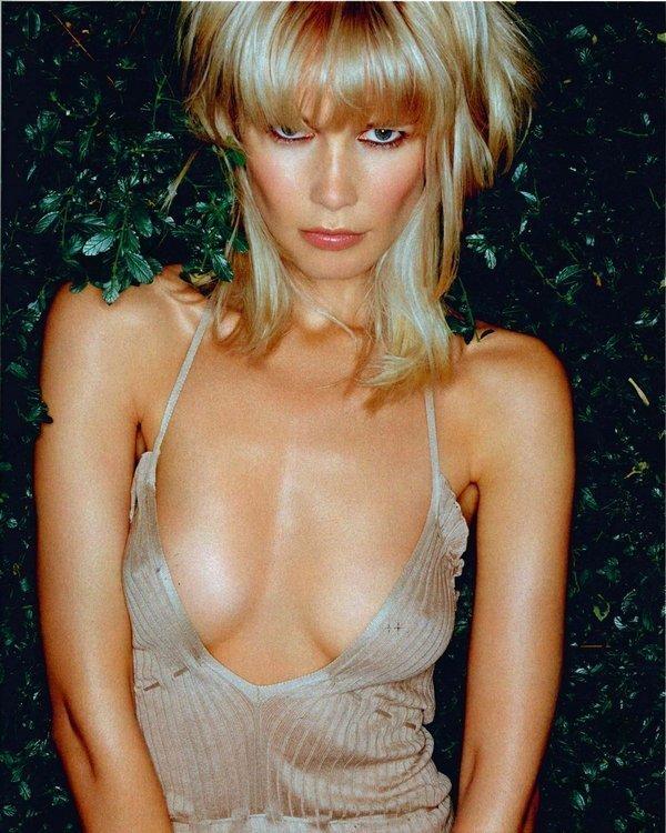 Rankin – Claudia Schiffer, aus der Serie 'One Dress' London, 2002, Lambdaprint, 121,9 x91,4 cm Rankin Courtesy der Künstler