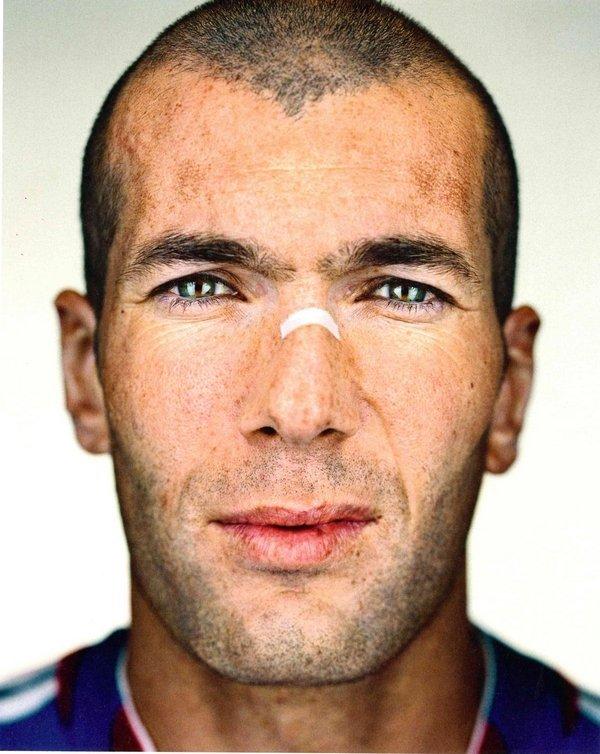 Martin Schoeller – Zinedine Zidane, 2006 C-Print, 109,2 x 88,9 cm © Martin Schoeller Courtesy der Künstler
