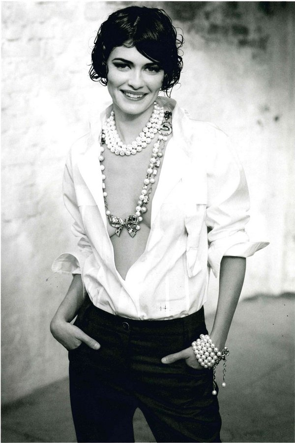 Max Vadukul – Audrey Tautou Paris, 2008, INkjetprint 39,9 x 27,4 cm Max Vadukul Inc, veröffentlicht in: Italienische Vogue, 2008 Courtesy der Künstler