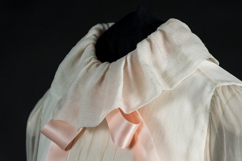 Detail der Verlobungs-Bluse von Emanuel © Historic Royal Palaces Foto freundlicherweise von Historic Royal Palaces zur Verfügung gestellt