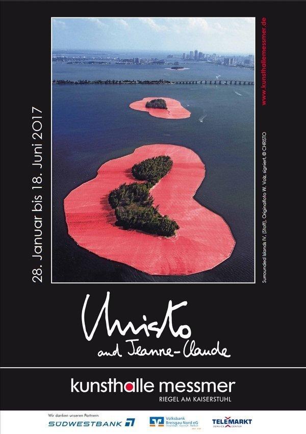 Plakat basierend auf #Surrounded Islands IV' (Stoff), Originalfoto W. Volz, signiert, © CHRISTO freundlicherweise von der kunsthalle messmer zur Verfügung gestellt