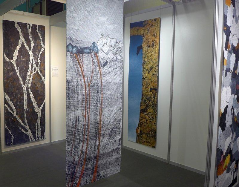 Blick in die Ausstellung von Ann Johnston Ausstellung 'The Contact' beim 22. Europäischen Patchwork Treffen, Ste Marie-aux-Mines (F) 2016 Foto: Gudrun Heinz