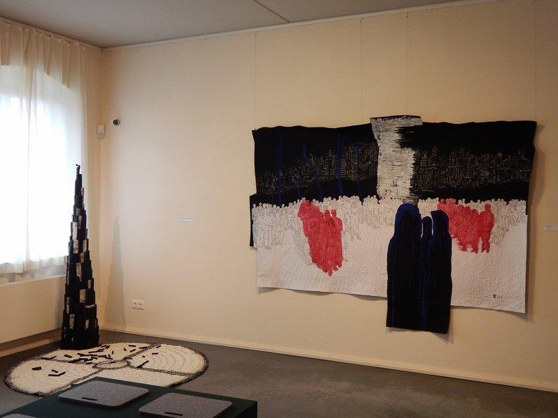 Brigitte Kopp: Babylon (Installation, li), Die Ankunft (re) Foto: Brigitte Kopp