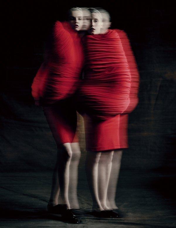 Rei Kawakubo (Japanese, born 1942) for Comme des Garçons (Japanese, founded 1969) Body Meets Dress–Dress Meets Body, spring/summer 1997 Courtesy of Comme des Garçons. Photograph by © Paolo Roversi; Courtesy of The Metropolitan Museum of Art Foto freundlicherweise von The Met zur Verfügung gestellt