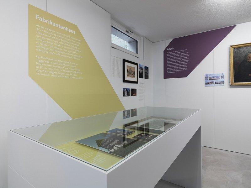 Museum Ackerhus Ebnat-Kappel Die Eigenheiten des Fabrikantenhauses werden erläutert. Foto: Jürg Zürcher, St. Gallen
