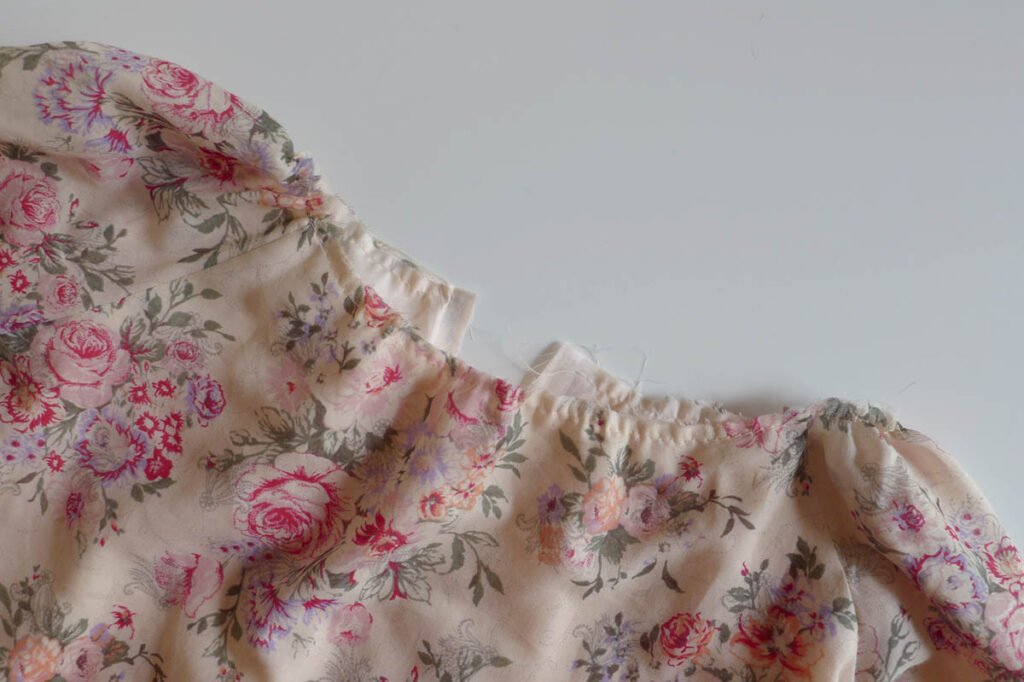 Kleid Elle Ausschnitt kräuseln