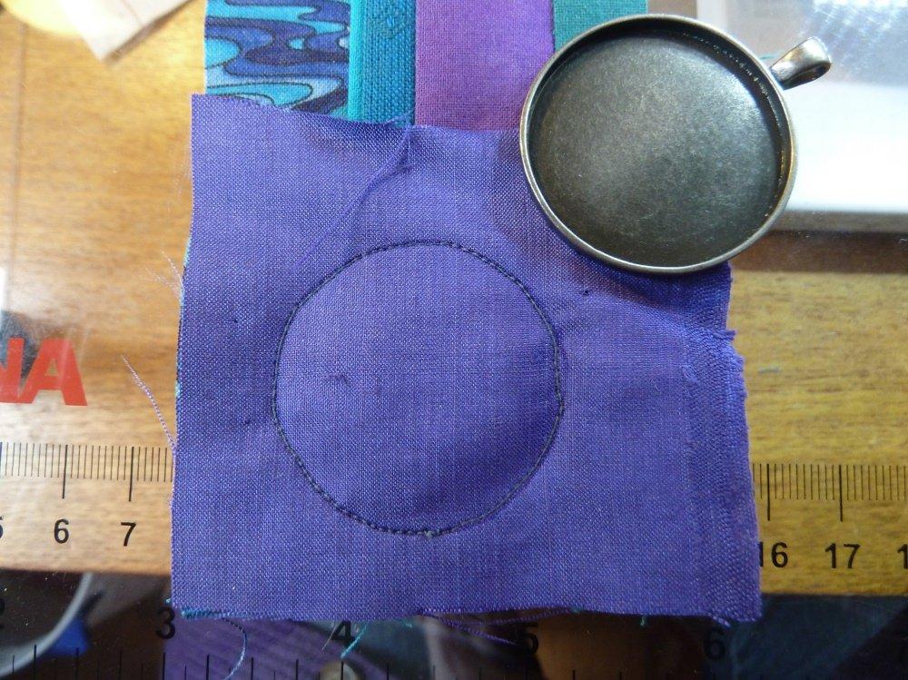Nähanleitung für Broschen und anhänger mit schmalen Streifen