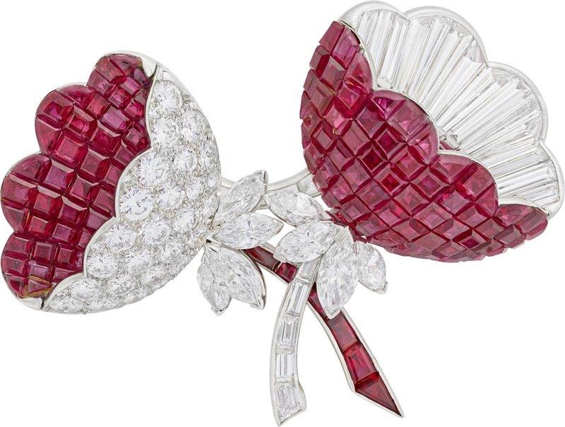 Blütenbrosche Platin, Rubine in unsichtbarer Fassung, Diamanten Van Cleef & Arpels Paris, 1964 Van Cleef & Arpels Collection Foto freundlicherweise vom Schmuckmuseum Pforzheim zur Verfügung gestellt