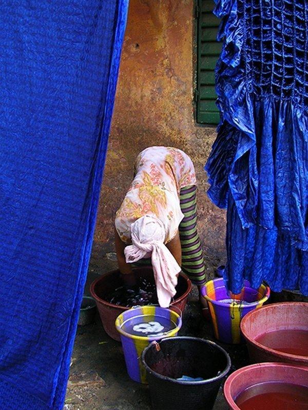 Blau färben Ausstellung 'Dames de Couleurs' Foto: Patricia Gérimont, freundlicherweise vom Veranstalter zur Verfügung gestellt