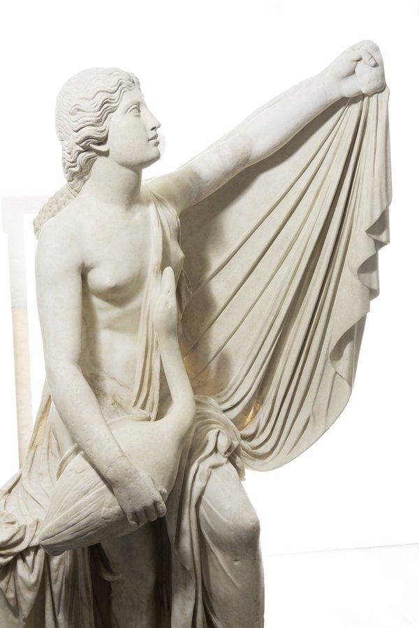 Mantel der Marmorstatue der Leda, um 380 v. Chr., Kopie aus römischer Zeit, Glyptothek München © Peter Schreiber Foto freundlicherweise vom Museum zur Verfügung gestellt