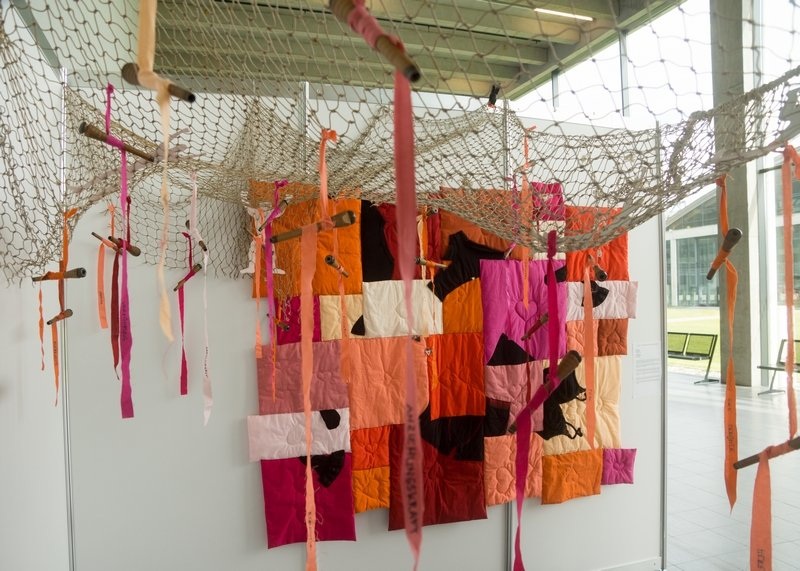 Im Netz der Liebe, Installation Gudrun Heinz & Sarah Schultz: Ausstellung 'MÄNNER' NADELWELT 2017