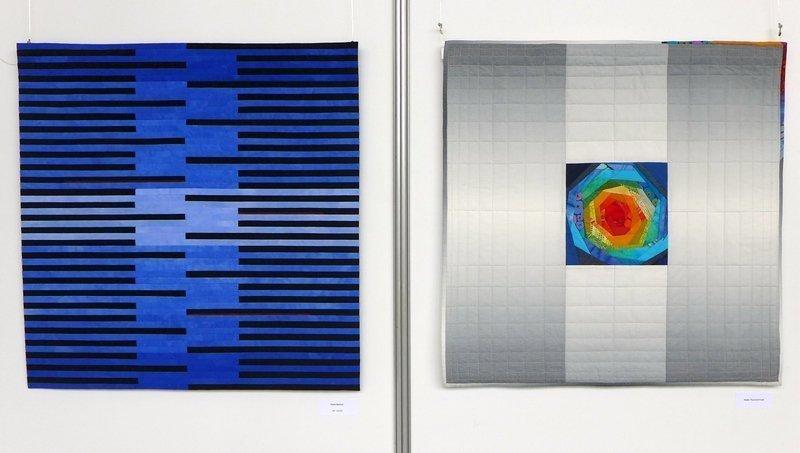 Petra Becker: Hell - Dunkel (li), Arbeit von Heide Thurecht-Funk (re) Patchworkgruppe Karlsruhe: Ausstellung 'Kontraste' NADELWELT 2017