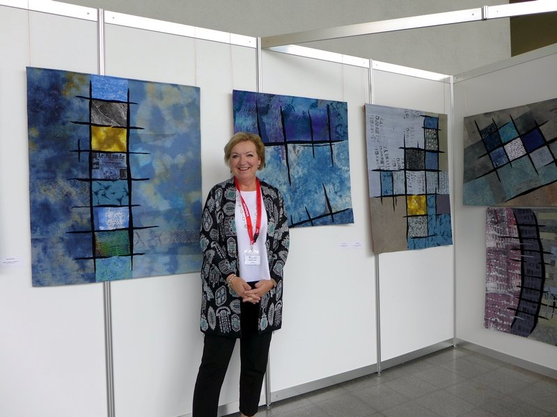 Jana Sterbova in ihrer Ausstellung 'Kollektion Gitter (Bars)' NADELWELT 2017