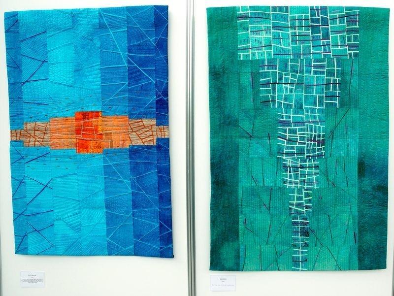 Martina Hilgert-Vervoort: Blockade (li), Mikado (re) Ausstellung 'Von Fischen, die in Räumen schweben' NADELWELT 2017