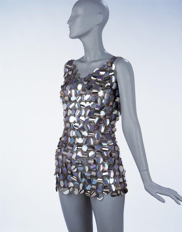 Mini-Abendkleid, Metalldraht und Plastikpailetten, Paco Rabanne, Paris, 1967 © Victoria and Albert Museum, London Foto freundlicherweise vom Museum zur Verfügung gestellt