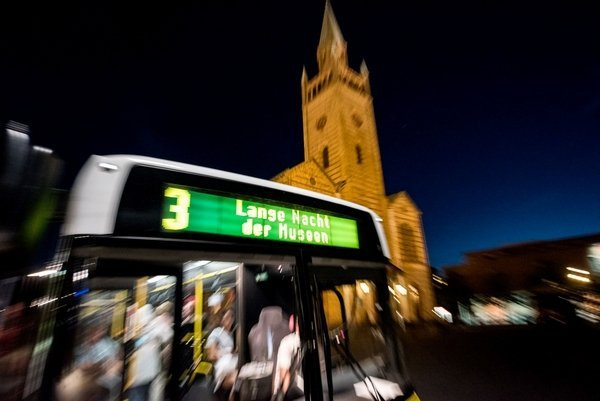 Mit dem Shuttlebus durch die Nacht © Kulturprojekte Berlin Foto: Sergej Horovitz Foto freundlicherweise von Kulturprojekte Berlin zur Verfügung gestellt