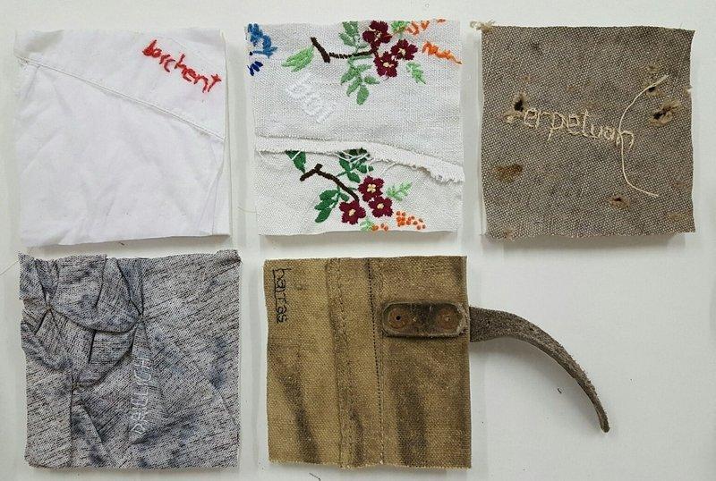 Nanna Aspholm-Flik: Arbeiten aus der Reihe alb – damals, davor und jetzt, 2017 Unterschiedliche Stoffe, Stickereien © Nanna Aspholm-Flik Foto freundlicherweise vom Museum zur Verfügung gestellt