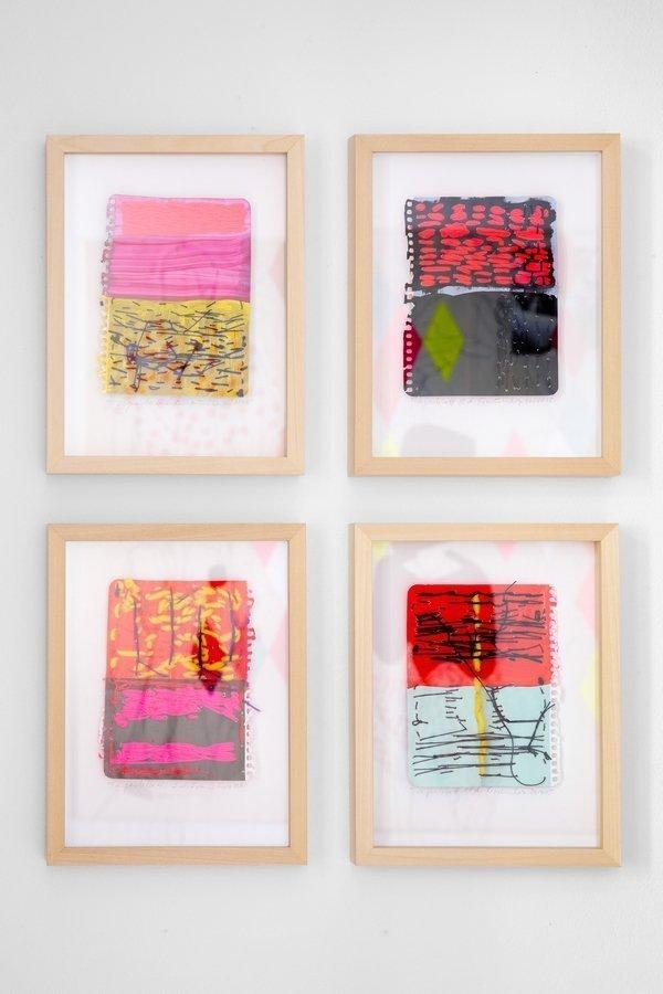 Angelika Frommherz: Tagesblatt, 2014-2015 (Auswahl) Acryl und Garn auf Papier je 15,5 x 11,5 cm (Rahmen 26 x 20 cm) Foto: Fürcho GmbH, freundlicherweise von der Galerie zur Verfügung gestellt