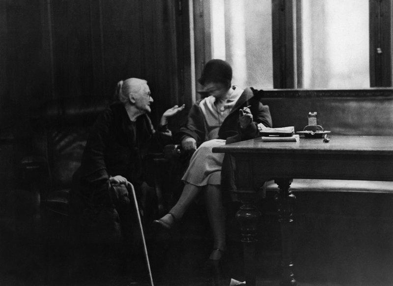 Erich Salomon, Clara Zetkin (li) im Gespräch im Reichstag, Berlin, 1930 © ullstein bild Foto freundlicherweise vom Museum zur Verfügung gestellt